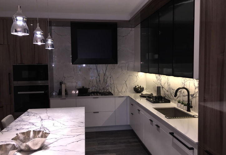 Kitchen in Avenue & Park Suite